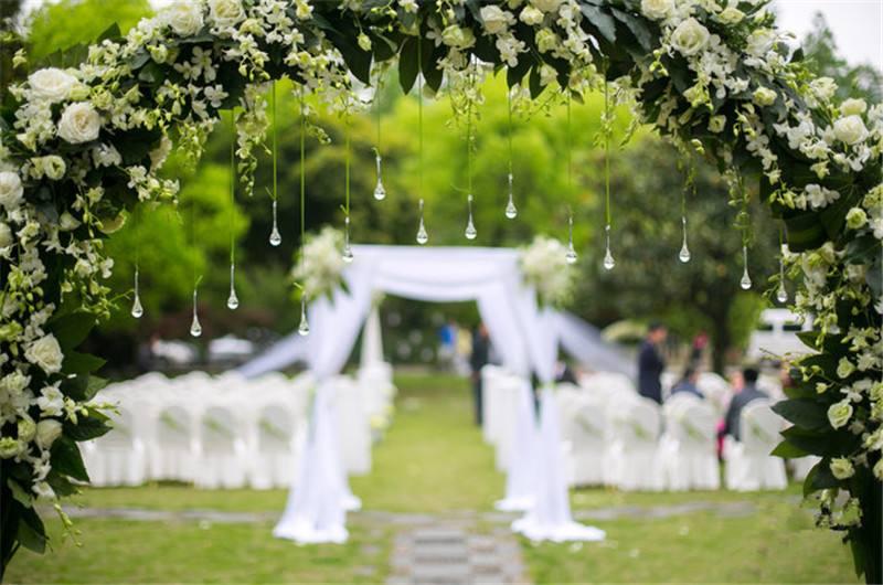 28 Totally Brilliant Garden Wedding Decoration Ideas