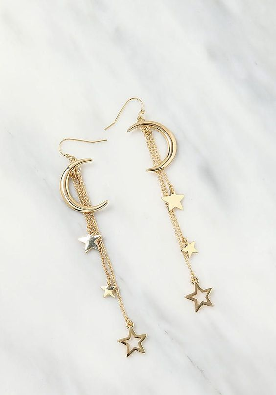 A variety of earrings enrich your daily life Simple earrings in your life