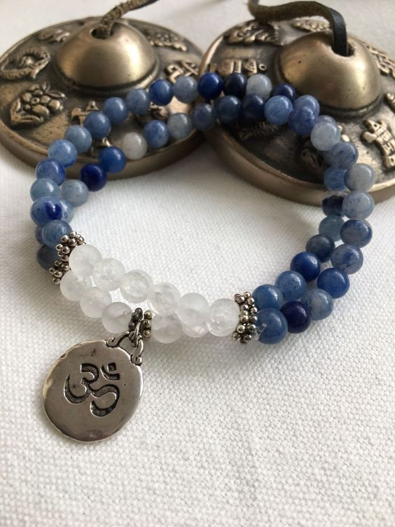 35 different styles of bracelets Elegant and charming bracelets